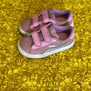 Pink glitter Pumas! 💕